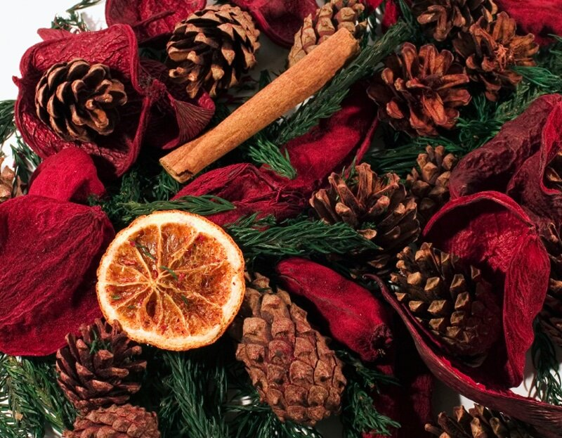 5 DIY ways to make your home smell like the holidays (and it's cheap too!)