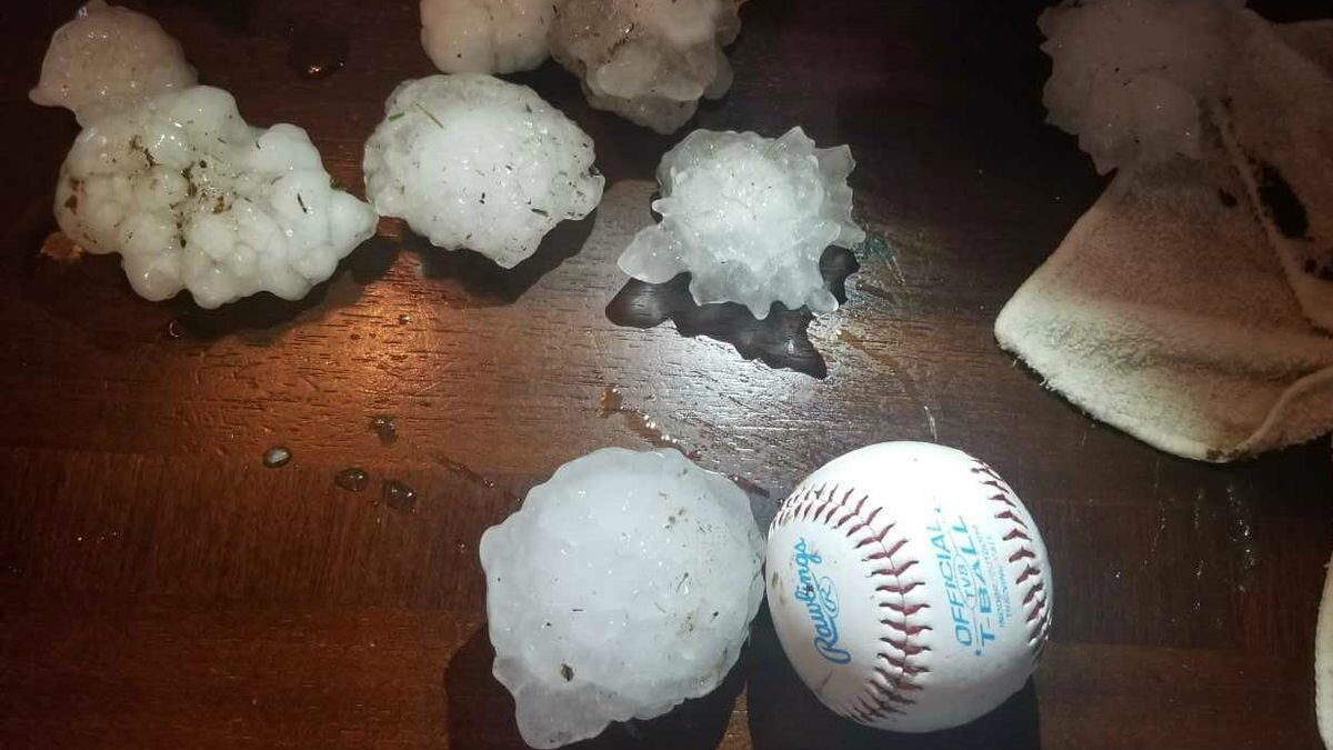 4 Quick Tips for Driving in a Hailstorm